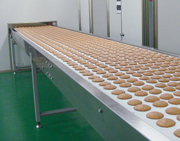 What are the characteristics of the automatic biscuit production line and how to clean
